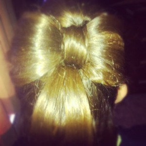 This is my eldest daughter she has really thick hair so sat beautifully in this bow