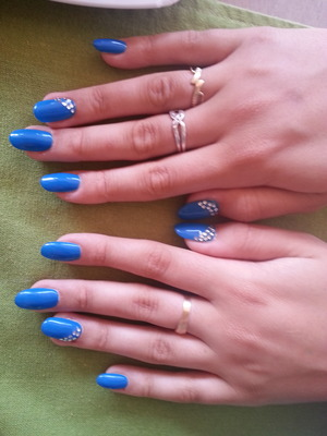 my sister's pretty nails :)