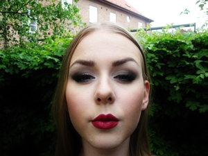 I absolutely loved the way Angelina looked on the red carpet this year, so I decided to recreate the look she wore! Here's a step-by-step tutorial! http://makeupisart.se/2012/05/18/angelina-jolie-academy-awards-oscar-2012-makeup-tutorial/  Like me on Facebook?? http://www.facebook.com/pages/Makeup-Is-Art/455624517797347