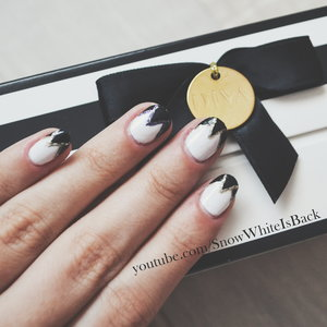 Follow this link to see the tutorial for these beautiful and glamorous nails which are very easy to recreate: https://www.youtube.com/watch?v=FeYmpb4Z0VU&list=UUnYf0K3DJ9hcWg5CENkg5zA