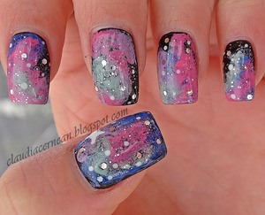 Tutorial on : http://claudiacernean.blogspot.ro/2013/10/unghii-galaxy-galaxy-nails.html