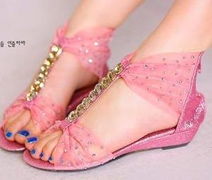 pink n bling! lovin it! :) source: facebook.