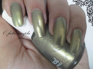 More manicures on my blog -> http://o-fata-simpla.blogspot.ro/2013/07/the-polishes-challenge-7-oldest.html