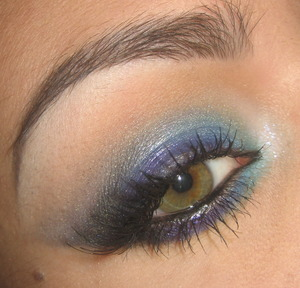 Tutorial for this look right here : http://www.youtube.com/watch?v=2KbivUVtEm4