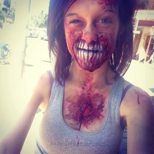 I finally walking around town in Australia as a zombie. The reactions were so funny XD