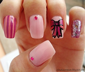Tutorial on : http://claudiacernean.blogspot.ro/2013/01/unghii-cu-fundita-bow-nails.html