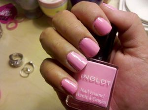 Cute pink color from Inglot. It dries super fast!
