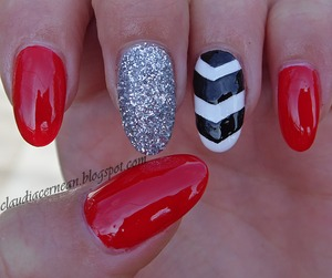 Tutorial on : http://claudiacernean.blogspot.ro/2013/10/unghii-chevron-chevron-nails.html