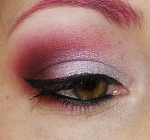 tutorial: http://judemakeup.blogspot.ca/2012/12/tuto-photo-look-festif-en-rouge-et.html