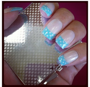 Want to get a simple easy manicure in minutes???? Then you have got to try these chic Polka Dot Acrylic Nails By California Nails!!!! Just LOVE them!!!