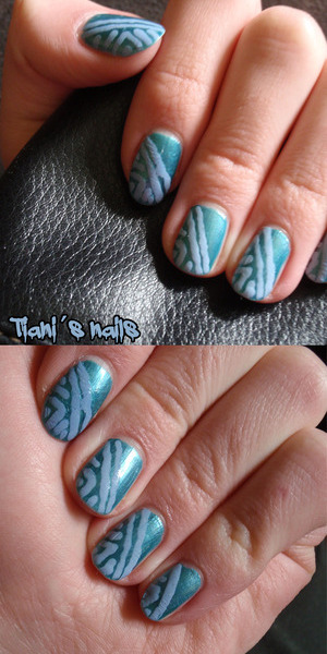 """blue nails with """"African"""" patterns"""