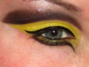 Finally did a cut crease look! Bumble Bee Drastic Goodness:)