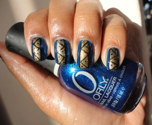Simple tribal nails. For more info: http://www.chinadolltt.blogspot.com/2012/03/simple-tribal-nails.html
