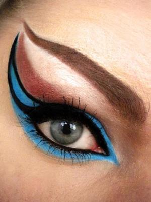 http://missbeautyaddict.blogspot.com/2012/03/inspired-make-up-extra-winged-eyes.html