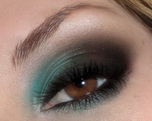 Tantalizing teal and brown smokey eyes.