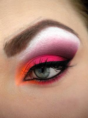 http://missbeautyaddict.blogspot.com/2012/04/neon-make-up.html
