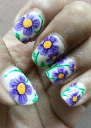 I saw this design on http://trymyhand.blogspot.com/ and i just had to try them... loving this!!!