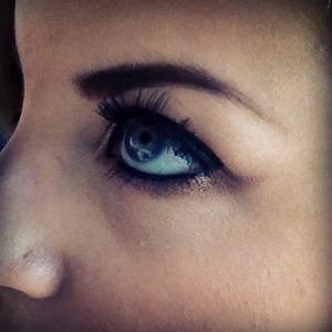 Under brown smokey eye
