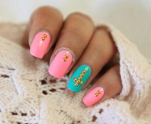 more details here: http://littlebeautybagcta.blogspot.ro/2013/06/studed-nails-kkcenterhk-nail-studs.html