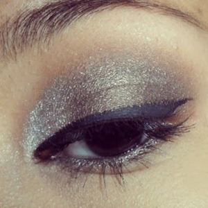 http://ahintofbeauty.blogspot.com/2013/11/urban-decay-vice-2-palette-look-2.html