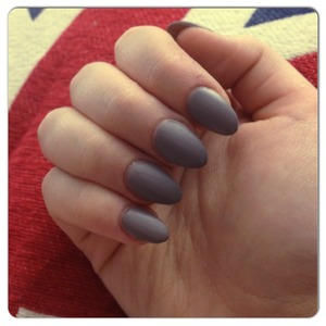 Butter london matte top coat works amazing Color is Essie Chinchilly