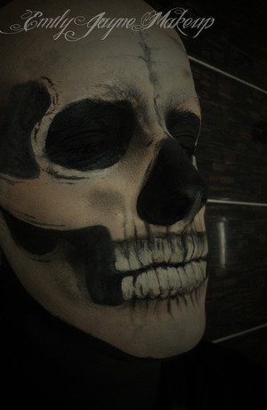 Decapitated Skull makeup featuring bald cap application! Tutorial on how to do this is on: http://www.youtube.com/EmilyJMakeup  Also check out my Facebook and Blog for more! :D :  https://www.facebook.com/EmilyJayneMakeup emilyjaynemakeup.blogspot.com