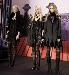 New York Fashion Week, Fall 2011: Rene Furterer at Anna Sui