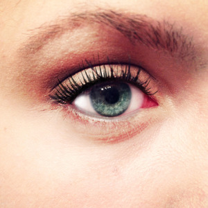 my recent eye look... if you want me to film a tutorial let me know :)