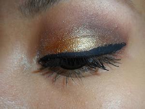 http://ahintofbeauty.blogspot.com/2013/12/holiday-makeup.html