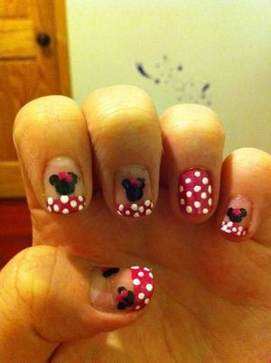 my attempt of the Minnie Mouse nails & failed :/