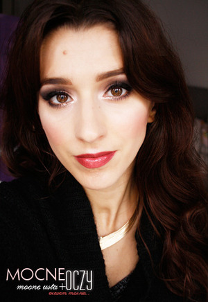 Holiday makeup  http://brunettesheart.blogspot.com/
