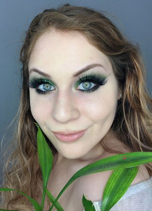 I present to you.....GREENERY! Happy New Years cuties XOXO. http://theyeballqueen.blogspot.com/2016/12/new-years-eve-pantone-color-of-2017.html