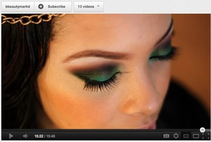 Check out how to achieve this green+red smokey eye at: youtube.com/bbeautymarkd