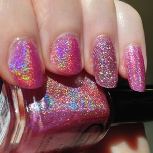 I wanted to try one of my new Glitter Gal nail polishes, and I felt like mixing it up colourwise with a feminine pink called Fuchsia H703 from their 3D holographic line and OPI's Teenage dream as an accent nail.