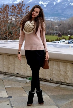 Pink jumper, featuring a scoop neck and long seleeves, ribbed details to the cuffs and lower hem, simple design. Soft wearing and high street style design.