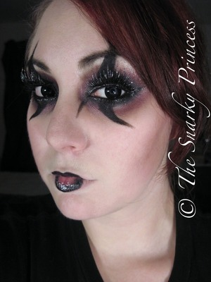 Dark Carnival Harlequin Clown Halloween Inspirations 2011  http://snarky-princess.com/2010/10/28/get-the-look-the-dark-carnival-harlequin-clown/
