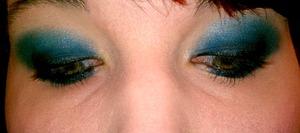 smokey blue eys