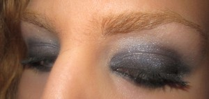 smoky eye using Mally eyeshadows in nolita navy (lid), broadway bronze (liner), luminous oon brow bone and celebrate shadow on top
