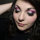 Fuchsia smokey eyes