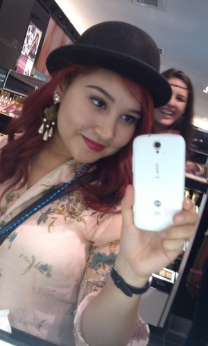 Hipster Friday: red lips, vintage clothes, jewelry, and hats!
