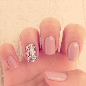 Extravagant Nude Nails