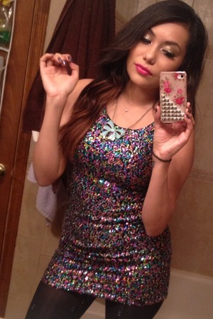Fun and flirty look last night! All glitter errrrythang! Lol jk only eyelids , nails and dress!
