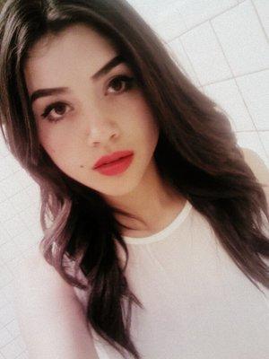 Decidi pintarme los labios rojos hoy :) Decided to wear a red lipstick today :)
