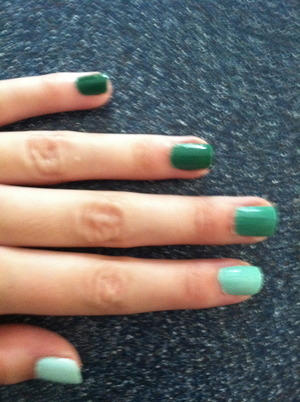 Green ombre nails!