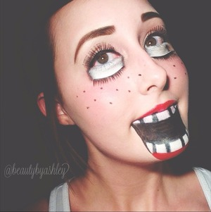 Kinda creepy, right? Follow me on Instagram @beautybyashley for more makeup looks and nail designs! ☺❤