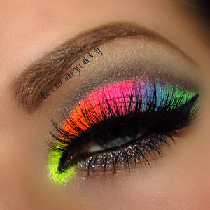 Used the Ultra Bright Remix set from myomakeup.com& Violet Voss Glitter in Glenda. Lashes are Flutterlashes Natasha