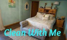 DEEP CLEAN YOUR BEDROOM FAST