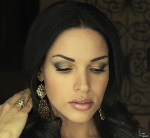 Navy + Gold Eye Look full instructions on my blog http://thedressychick.com