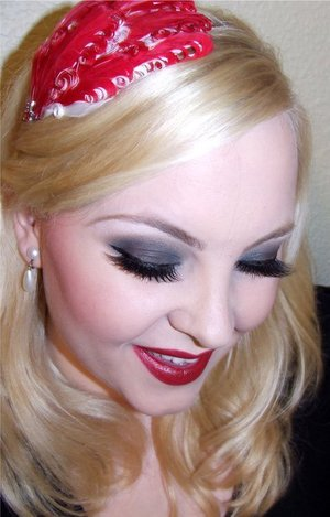 Burlesque Inspired look! Who said you couldn't Pair red lips with a smokey eye!!