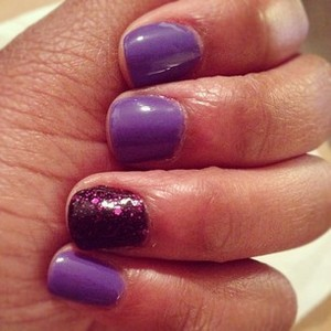 I was very inpressed with the level of pigmentation offered by the 99cent polish. It's comes out just  as it appears in the bottle - bright and grape-like!
